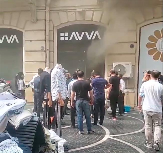 """На """"Торговой"""" горит магазин - ВИДЕО"""